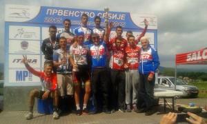 Seniorska-ekipa-BORCA-na-pobednickom-postolju