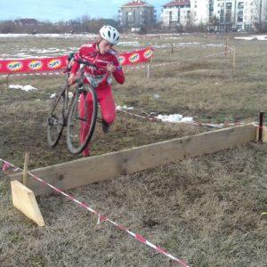 Junior Jovan Djumic prelazi prepreku