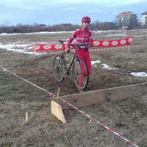Junior Veljko Vucicevic prelazi prepreku